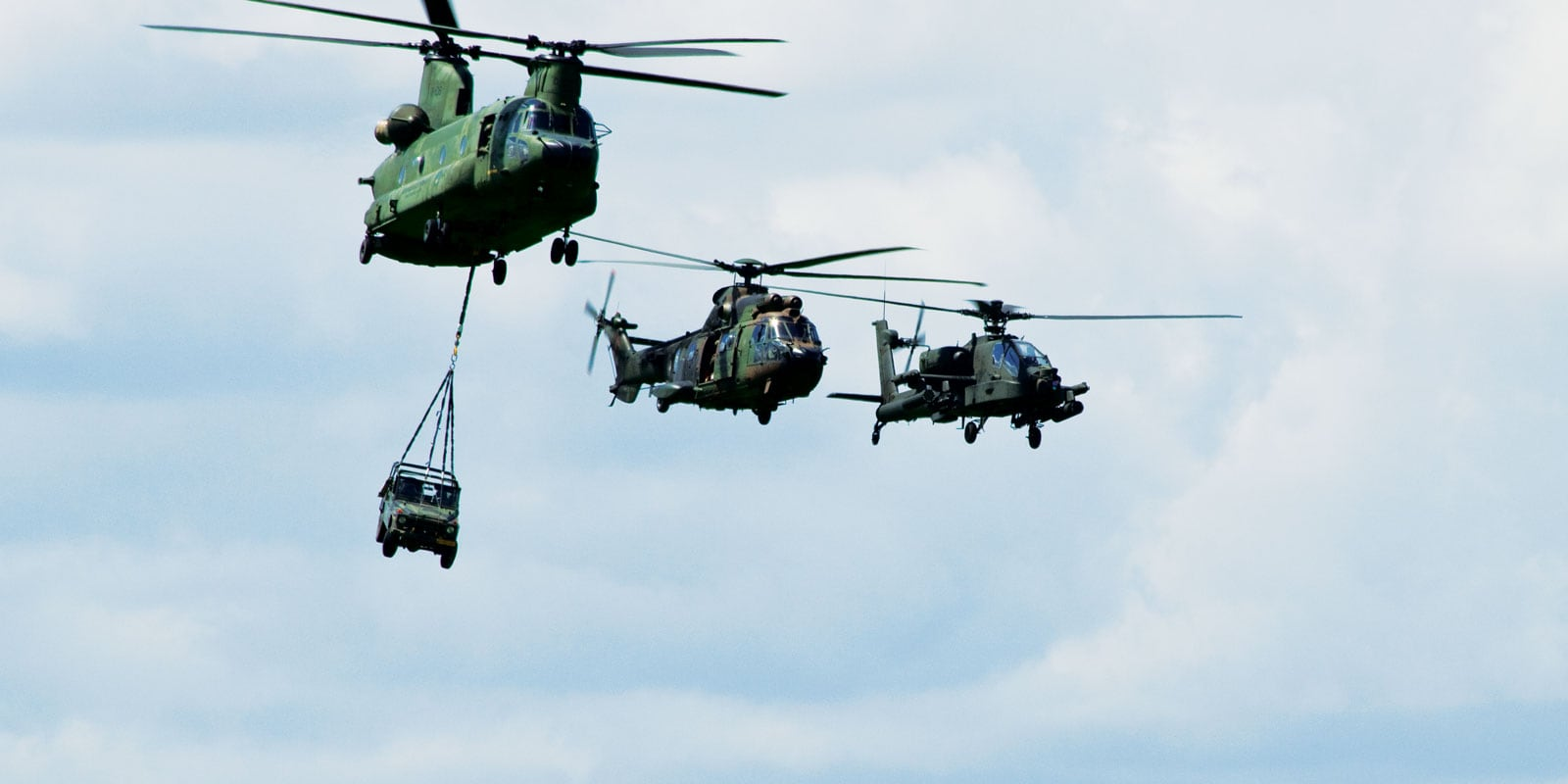 Army helicopter lifting lines