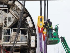 Installing Plasma® rope slings on a 495 ton lift